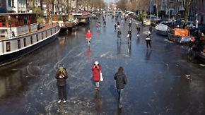 Eisbahn in Amsterdam: Zugefrorene Grachten erfreuen Schlittschuhläufer