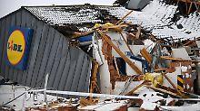Während Wintersturm in Irland: Plünderer brechen mit Bagger in Lidl ein