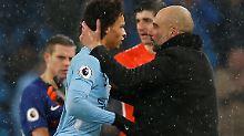 Pep Guardiola ist mit der Leistung von Leroy Sané ganz offenbar einverstanden.