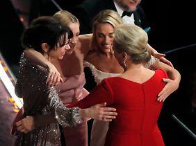 Sally Hawkins, Saoirse Ronan, Margot Robbie und Meryl Streep freuen sich so, als hätten sie gewonnen. Haben sie ja auch.