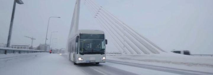 Sauber durch die Stadt: Daimler stellt ersten E-Stadtbus vor