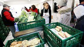 Streit um Aufnahmestopp der Essener Tafel: Wohlfahrtsverbände fordern mehr Leistungen für Bedürftige