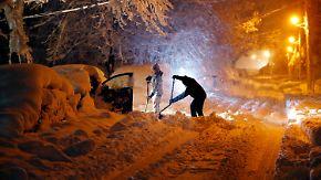 Notstand in zwei Bundesstaaten: Wintersturm begräbt US-Ostküste unter Schneemassen