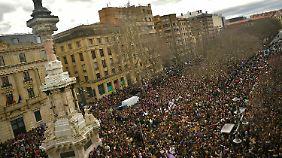 Marsch zum Frauentag in Pamplona.