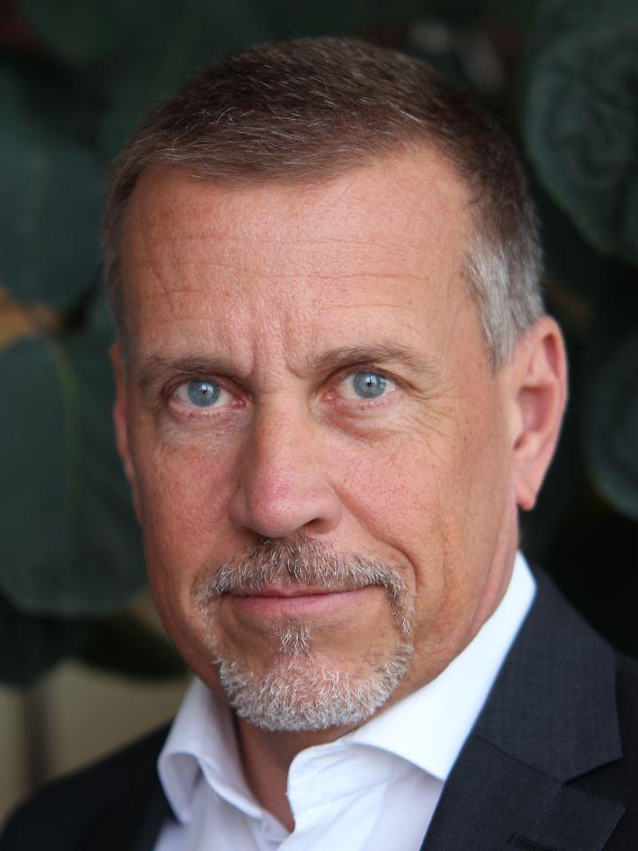 Mark-Uwe Falkenhain verfügt über insgesamt 30 Jahre Berufserfahrung bei der Beratung vermögender Privat- und Geschäftskunden. Nach verschiedenen Stationen bei deutschen und internationalen Großbanken ist er bei Geneon seit zehn Jahren als Vorstand tätig.