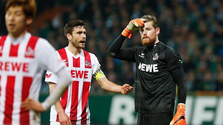 """""""Wie das 2:1 fällt, ist natürlich Wahnsinn"""": Kölns Torwart timo Horn hadert - hier gemeinsam mit seinem Kapitän Jonas Hector."""
