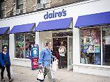 Die Modeschmuckkette Claire's hat in den USA Insolvenz beantragt.