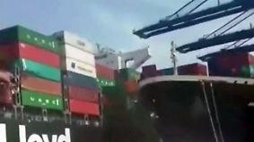 Hafen-Crash der Superlative: Frachter der Hapag-Lloyd rammt beim Anlegen Containerschiff