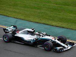 Formel-1-Auftakt in Australien: Hamilton rast auf die Pole vor Ferrari-Duo