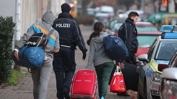 Scheiterten im Vergangenen Jahr deutlich häufiger als zuvor: Abschiebungen von Menschen ohne Aufenthalsrecht in Deutschland. (Archivbild)