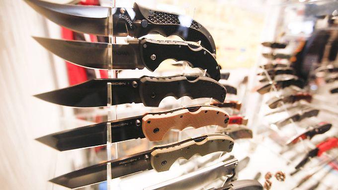 Im Unterschied zu Schusswaffen werden Messer als Tatwerkzeuge in den meisten Bundesländern nicht statistisch erfasst.