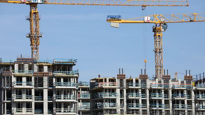 Auch wenn in mehr als der Hälfte der 402 Städte und Kreise in Deutschland mit einem Wertzuwachs zu rechnen ist, sollten Interessenten von Wohneigentum die Immobilie genauestens prüfen.