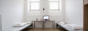 Eine Gefängniszelle für zwei Frauen, aufgenommen am 12.06.2017 in der neuen Abschiebehaftanstalt in der Ortschaft Eichstätt (Bayern).