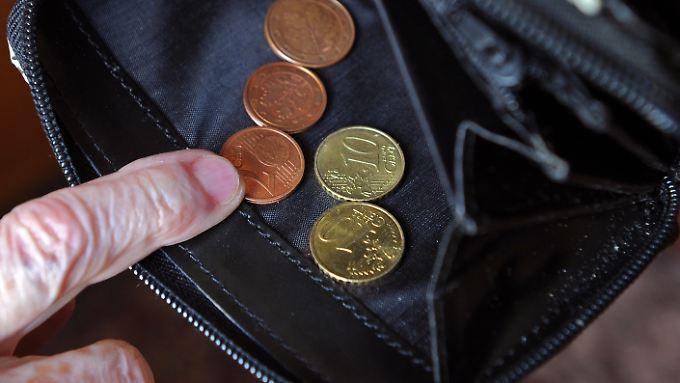 Viele Rentner sind arm, manche beantragen aus Unwissenheit oder Scham aber keine Grundsicherung.