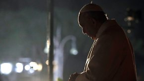 "Papst leitet Kreuzweg am Kolosseum: ""Überlassen der Jugend eine zertrümmerte Welt"""