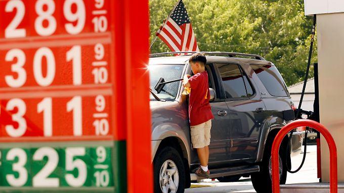 Obama hatte den Amerikanern mit einem Spritverbrauchslimit von umgerechnet 4,3 Liter pro 100 Kilometer viel zugemutet.