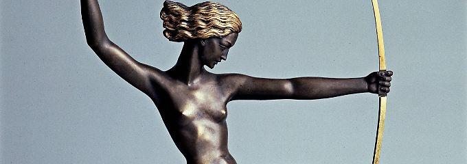 Als Statue geht die Jagdgöttin Diana in Ordnung - als Tattoo auf dem Unterarm eines Polizisten jedoch nicht.