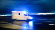 Der Mann musste wegen erheblicher Verletzungen in die Klinik gebracht werden. (Archivbild)