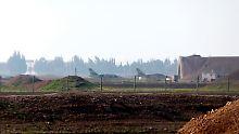 Vergeltung für Giftgas-Attacke?: Militärbasis in Syrien mit Raketen angegriffen