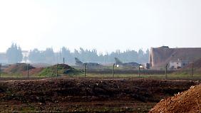 Rätselraten um Luftangriff in Homs: Raketen treffen syrische Militärbasis