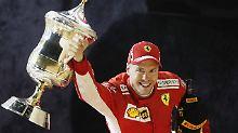 Ein Pokal, ein Pokal: Sebastian Vettel.