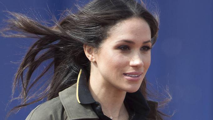 Lässiges Haar, wenig Make Up - Meghan Markle liebt den natürlichen Look.