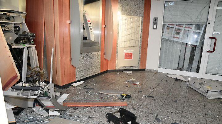 Zuletzt haben Kriminelle Anfang April im rheinland-pfälzischen Ludwigshafen einen Geldautomaten im Vorraum einer Bank gesprengt.