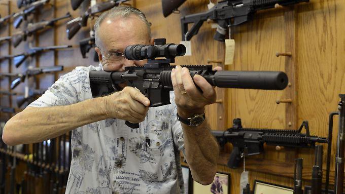 Die Bank of America will kein Geld mehr an Unternehmen leihen, die Sturmgewehre wie das AR-15 zum zivilen Verbrauch fertigen.