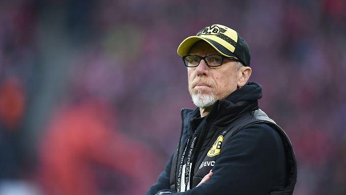 Peter Stöger ist wohl nur noch für vier Spiele Trainer des BVB.