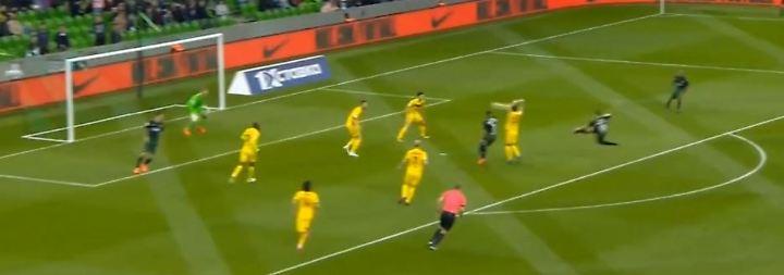 Wuchtiger Seitfallzieher in der Premjer-Liga: Claesson macht's wie Ibrahimovic