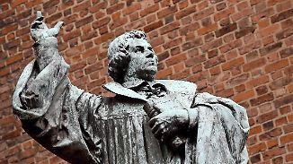 """Lass ihn plappern"": Kretschmer kritisiert neuen Feiertag in Norddeutschland"