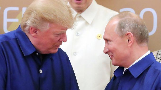 Donald Trump (l) und Wladimir Putin im November 2017 in Vietnam.