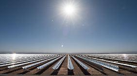 Blick auf das Solarthermiekraftwerk Noor II in der Provinz Ouarzazate in Marokko.