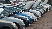 Die anhaltende Dieselkrise macht den Autohändlern in Deutschland immer mehr zu schaffen.