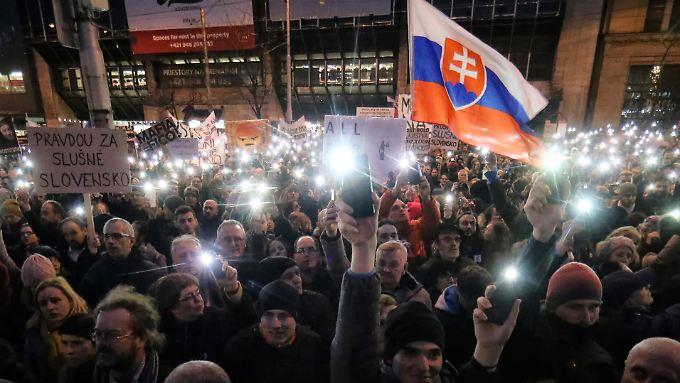 Seit Anfang März demonstrieren wöchentlich zahlreiche Slowaken gegen die Regierung des Landes.