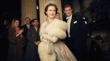 Schauspielerin Claire Foy als Queen Elizabeth II. mit Matt Smith als Prinz Philip (rechts)