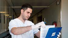 Dringende Personalsuche: Kliniken werben ausländische Pflegekräfte an