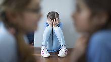Rund 3,8 Millionen Kinder in Deutschland haben Eltern mit seelischen Krankheiten oder Suchtproblemen. Mit den eigenen Bedürfnissen bleiben sie oft auf der Strecke.