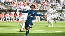 Tor für den Hamburger SV: Tatsuya Ito freut sich. Doch dann schaltet sich der Videoassistent ein.