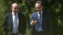 Bundesaußenminister Maas (r.) und sein französischer Amtskollege Le Drian wollen sich am Montag mit Vertretern des Iran treffen.