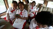 Es ist das übliche Geschnatter in einem Schulbus.