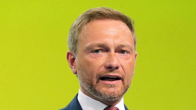 Lindner sieht Merkels außenpolitische Macht schwinden.