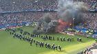 Düstere Bilder aus dem Stadion: Abstieg des Hamburger SV endet im Chaos