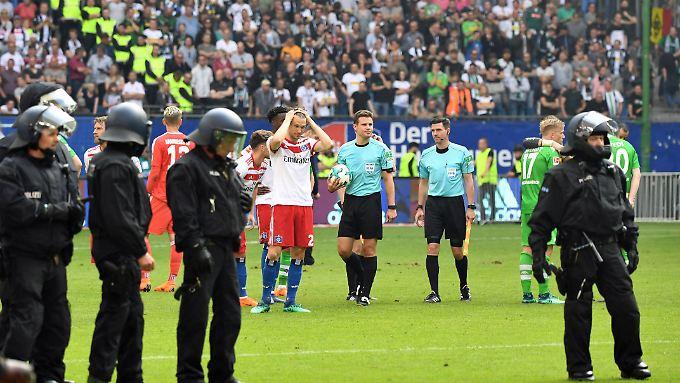 Schiedsrichter Brych behält in einer turbulenten Schlussphase die Kontrolle - und trifft die richtige Entscheidung.