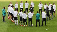 Vorher bittet Bundestrainer Joachim Löw seinen vorläufigen Kader…