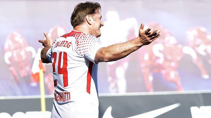 So war skurrilerweise Ralph Hasenhüttls Auftritt als Stürmer beim Abschiedsspiel von Klubikone Dominik Kaiser am Sonntag sein letzter bei Rasenballsport.