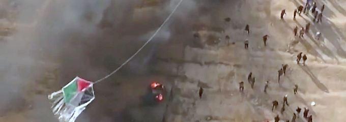 Vernichtende Flammen in Israel: Palästinenser schicken Feuerdrachen über die Grenze