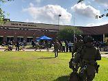 Mindestens zehn Menschen starben durch die Kugeln eines 17-jährigen Schülers an der High School in Santa Fe.