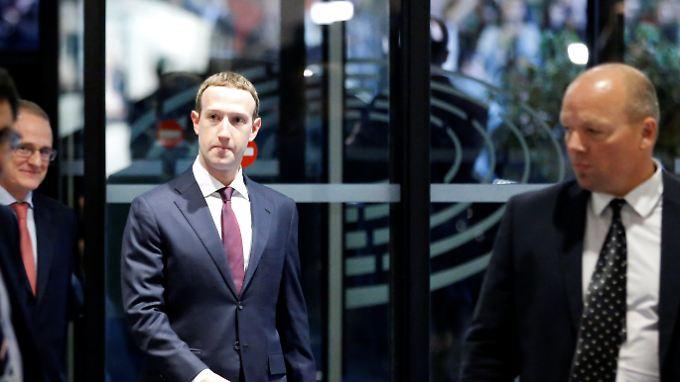 Facebook-Chef Zuckerberg hat angekündigt, viel mehr in die Sicherheit des Netzwerks investieren zu wollen.