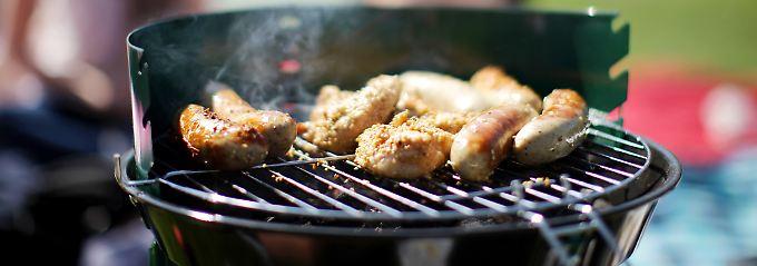 Lecker, aber der Rauch enthält schädliche Stoffe, wenn Fett, Fleischsaft oder Öl in der Glut verbrennen.